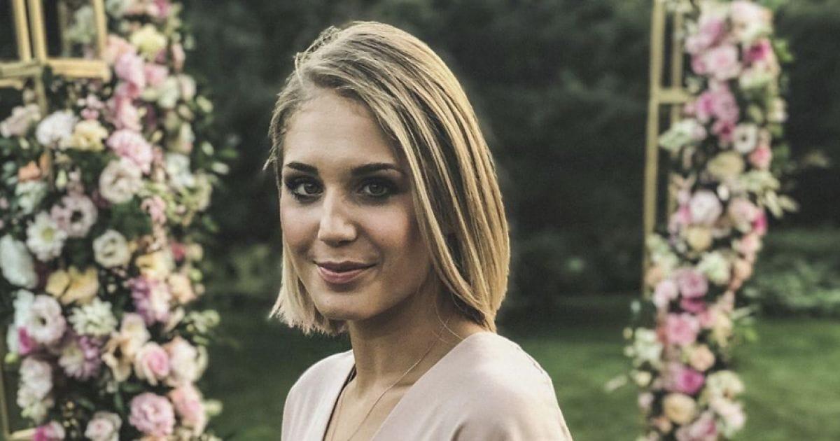 Büszke hájpárnáira az XXXL méretű Dawn French - Világsztár | Femina