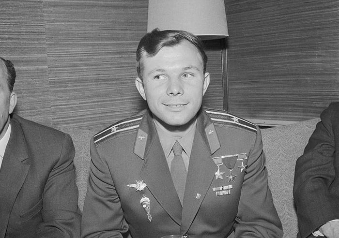 Tények és kérdőjelek: Jurij Gagarin - Csíkszeredai Olvasó Kör