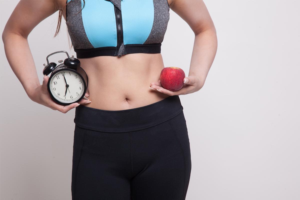 Időszakos böjt: mire figyelj, ha ezzel a módszerrel akarsz fogyni sport mellett?